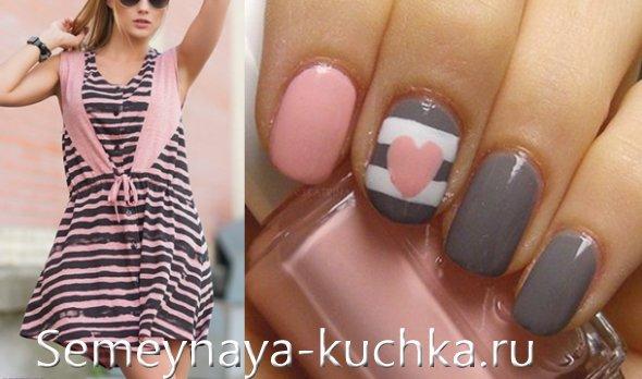 серые ногти под серо-розовое платье