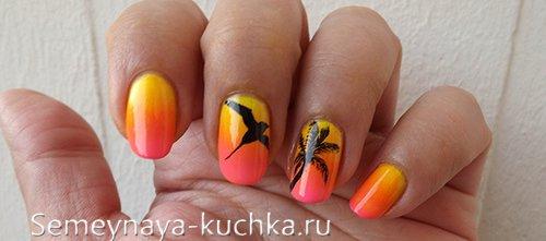градиент с птицей на ногтях