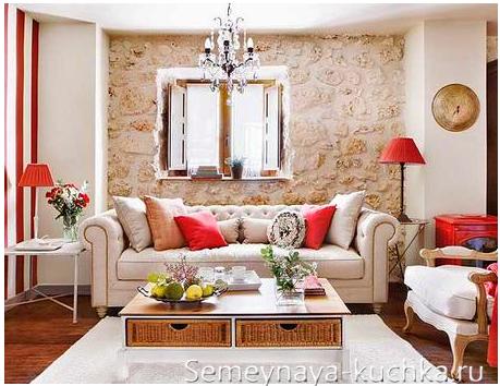 облицовка камнем стены гостинной