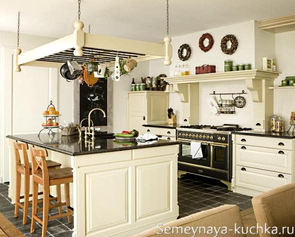 потолочный держатель на кухне