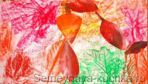 отпечатки листьев на картине