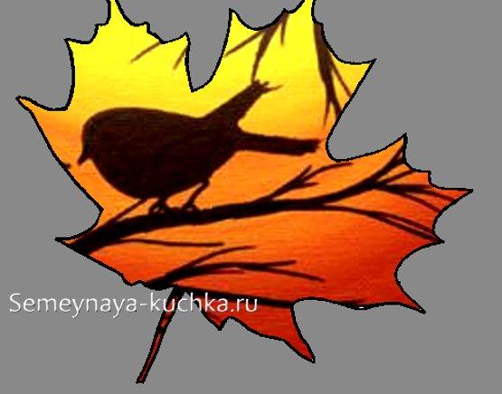 нежные картины на листьях клена