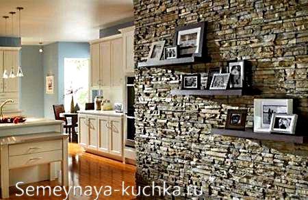 каменный простенок на кухне
