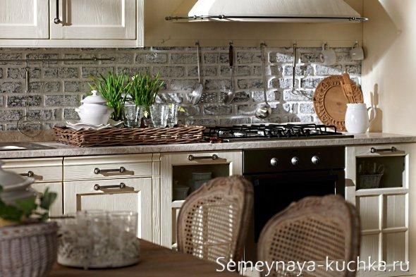 каменная облицовка в интерьере кухни
