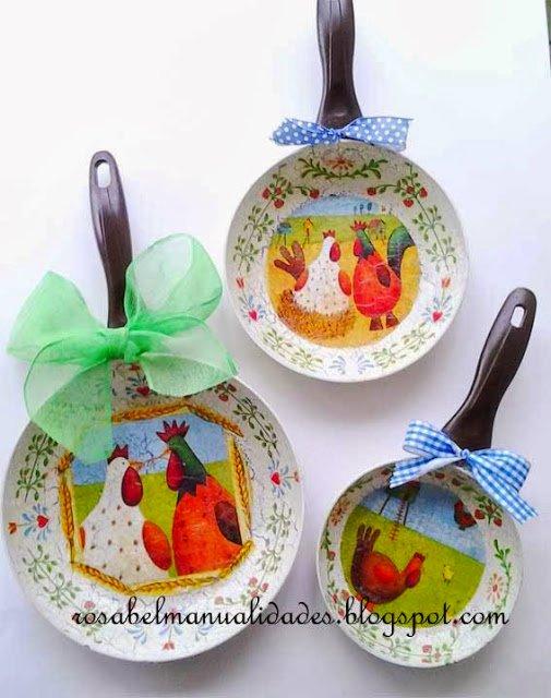 куры и петухи украшают кухню