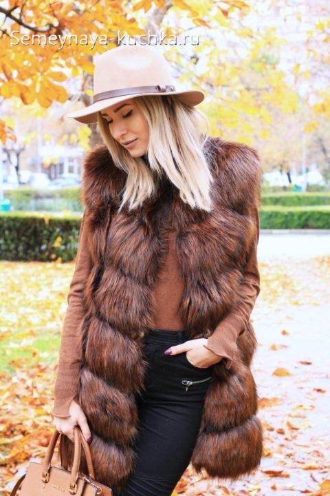 как носить меховой жилет осенью