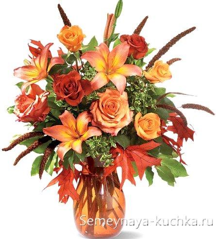 букет с осенними розами и лилиями