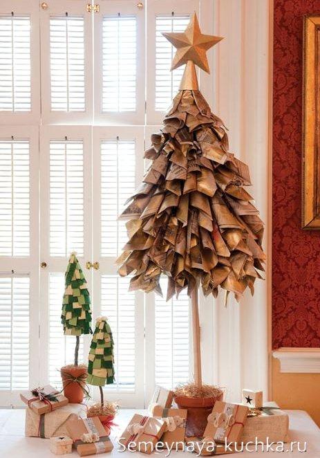 елка из журналов для украшения офиса