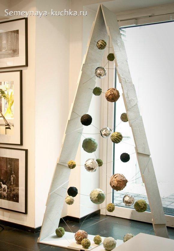 деревянная новогодняя елка для офиса