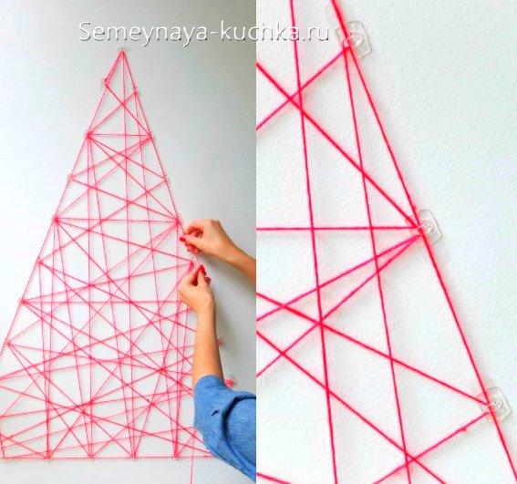 как сделать елку на стене дома
