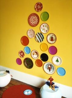 елка из тарелок на стену