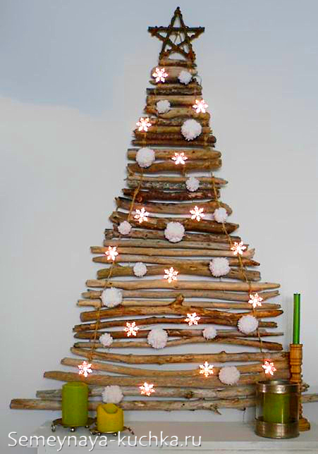 елка на стене деревянная