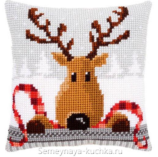 новогодняя подушка олень вышитая крестом