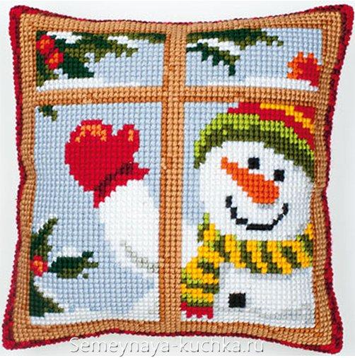 новогодняя подушка с вышивкой