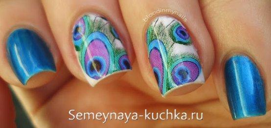 яркие ногти с пером павлина