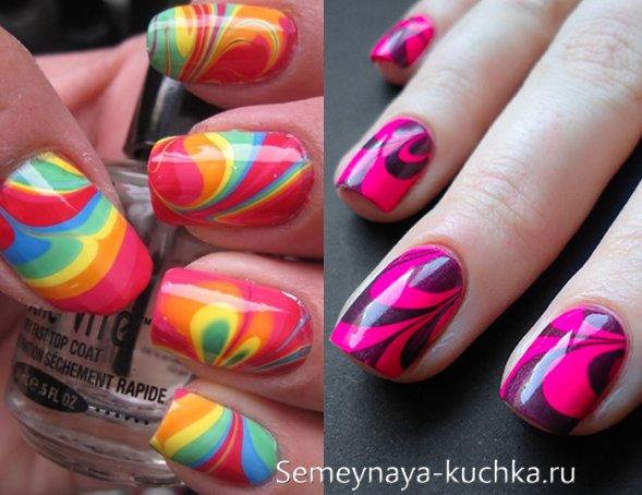 яркий водный маникюр на цветных ногтях