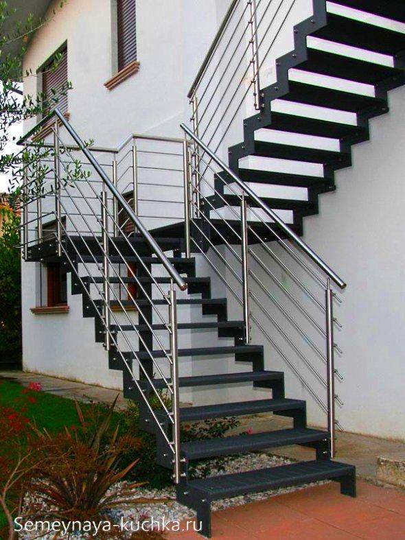 лестница наружная на второй этаж