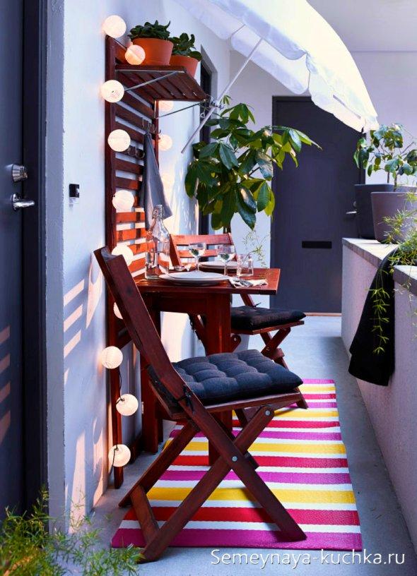интересный дизайн балкона со столиком