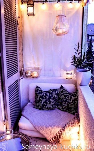 кресло-кровать на балконе