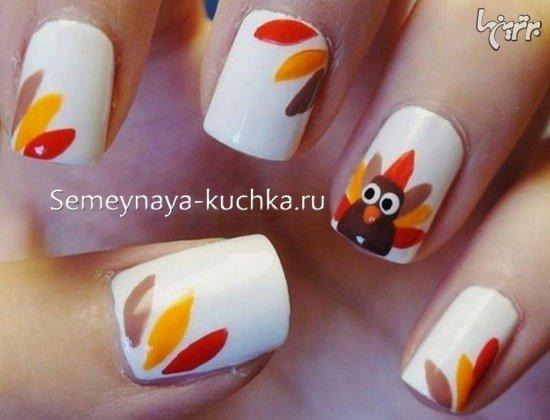 птица на ногтях