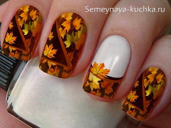 кленовые листья на маникюре