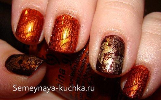 листья на ногтях стемпинг