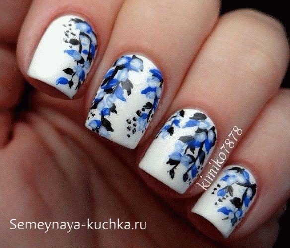 синий дизайн ногтей в стиле зима