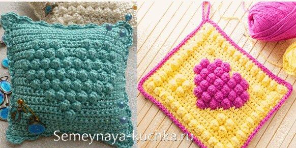 сердечки на вязаной крючком подушке