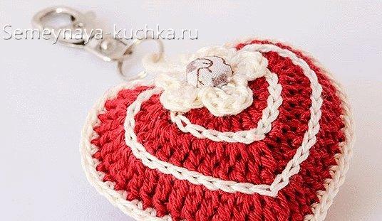 как украсить вязаное сердечко
