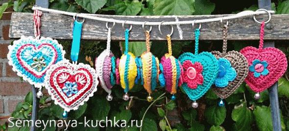 разноцветные сердечки крючком
