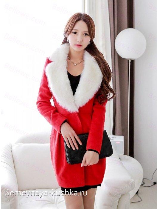 красное пальто с меховым воротником