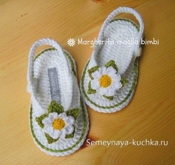 детская обувь крючком с цветами