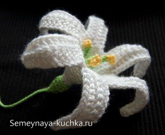 вязание цветка лилии
