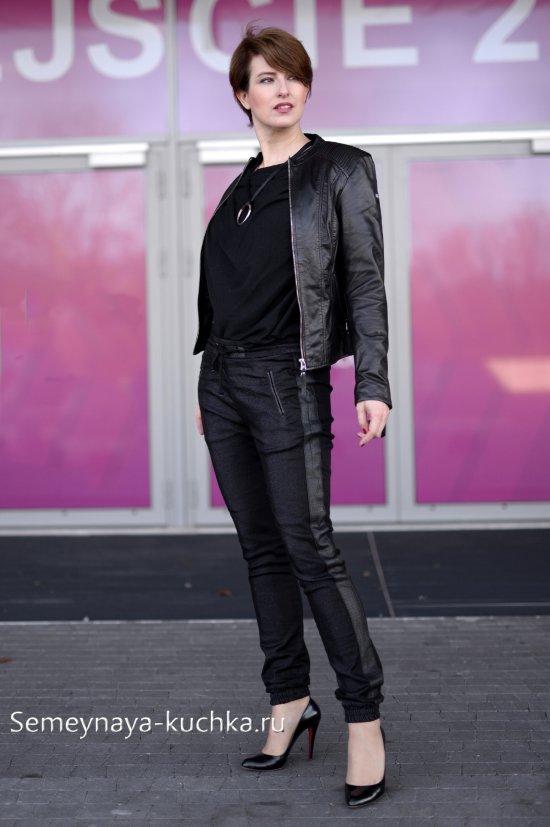 куртка кожаная с брюками чинос