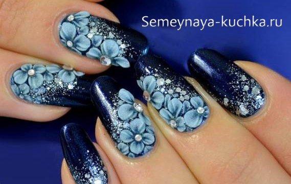 цветы на зимнем маникюре