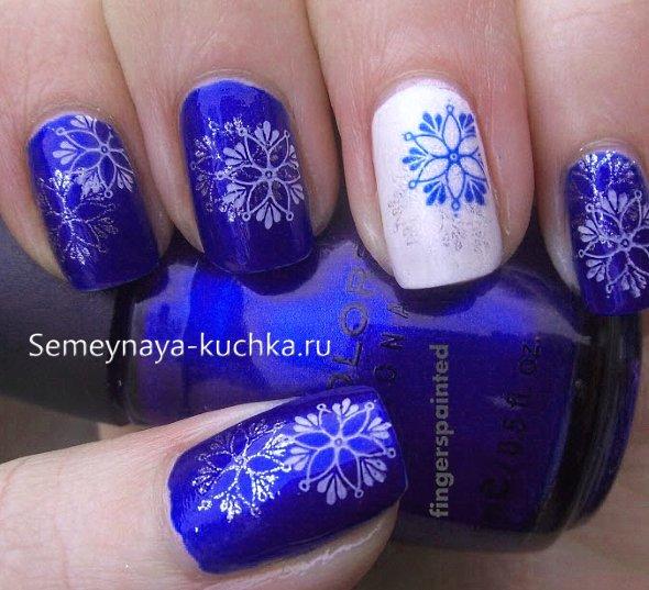 зимний маникюр со снежинками