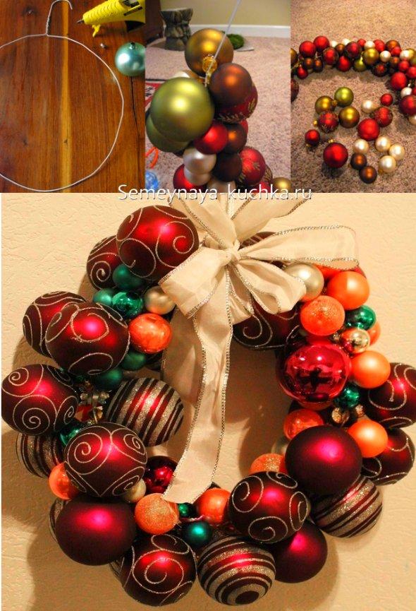 рождественский венок из новогодних шаров