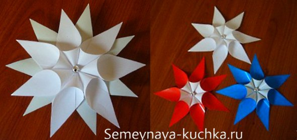 рождественский венок из бумажных цветов