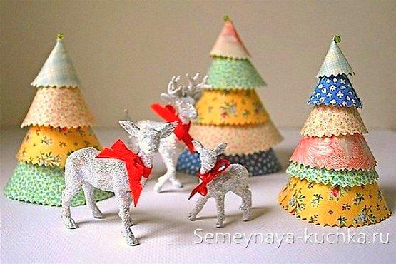 цветные елки из бумажных конусов