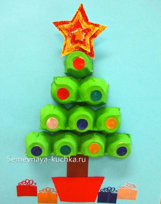 как детям сделать елку из бумаги касетницы от яиц