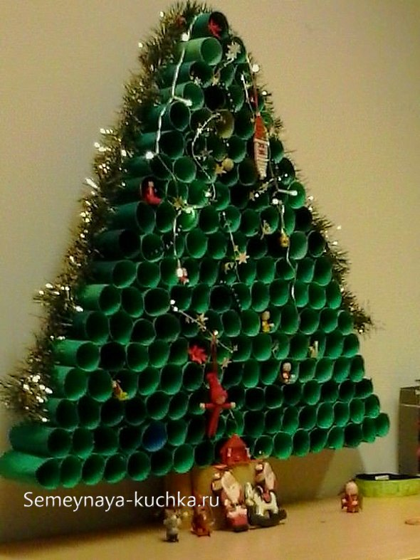елка из туалетной бумаги