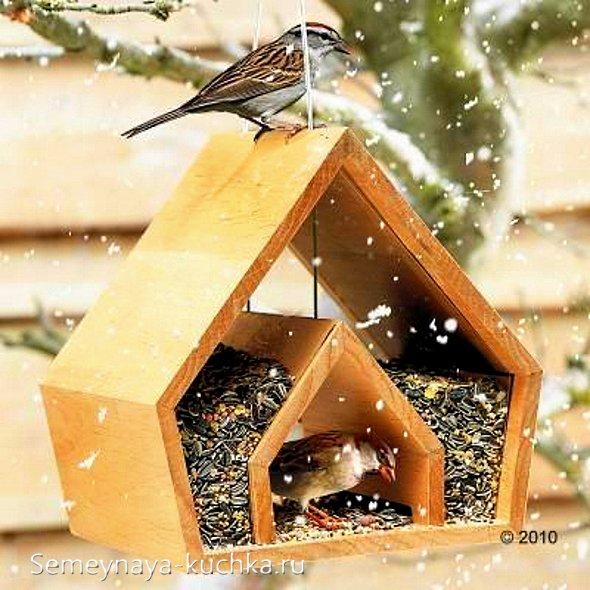 зимняя кормушка для птиц