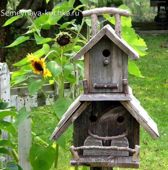 оригинальный скворечник на три птичьи семьи