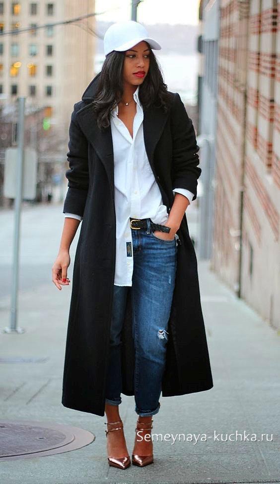 весенние джинсы с пальто и рубашкой