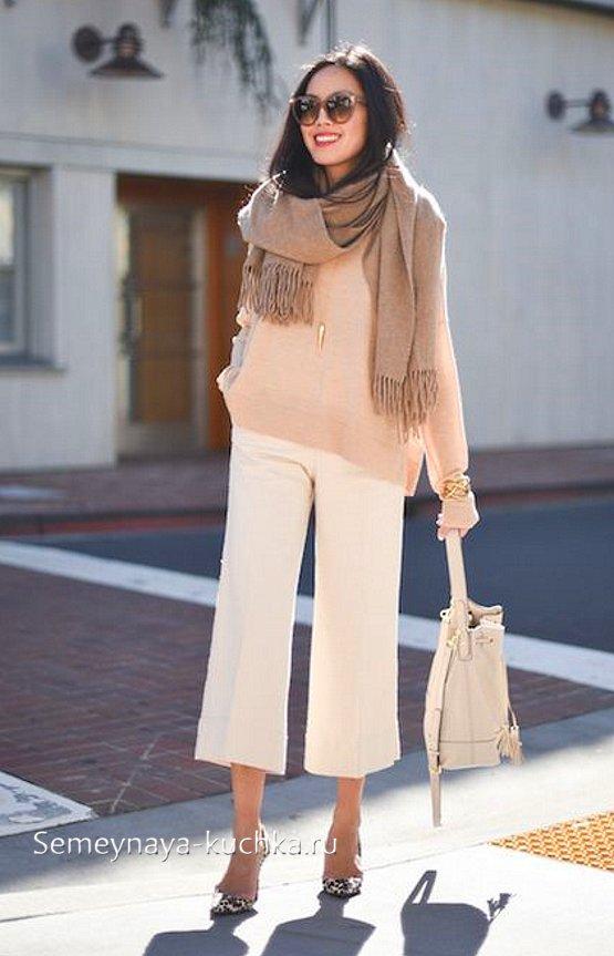 белые брюки весенние со свитером