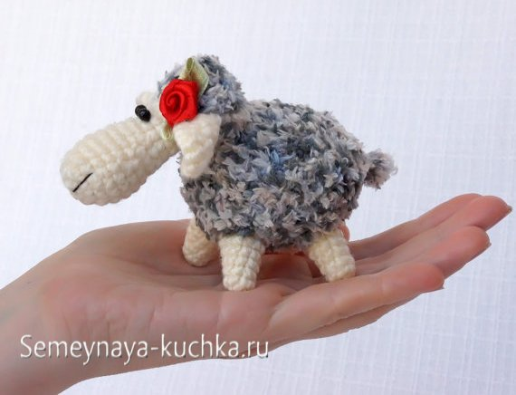 связать крючком овечку