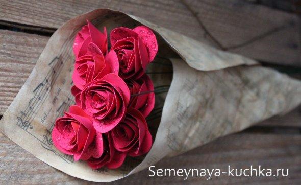 букет бумажных роз