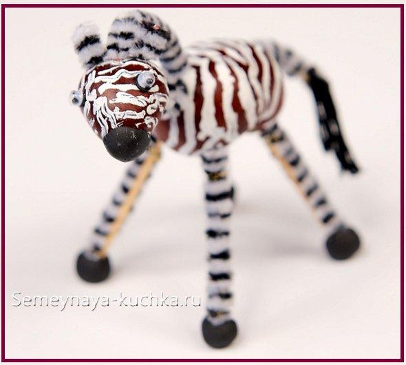 зебра из каштанов