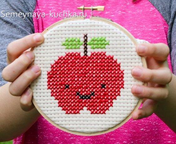 поделка яблоко для детей своими руками