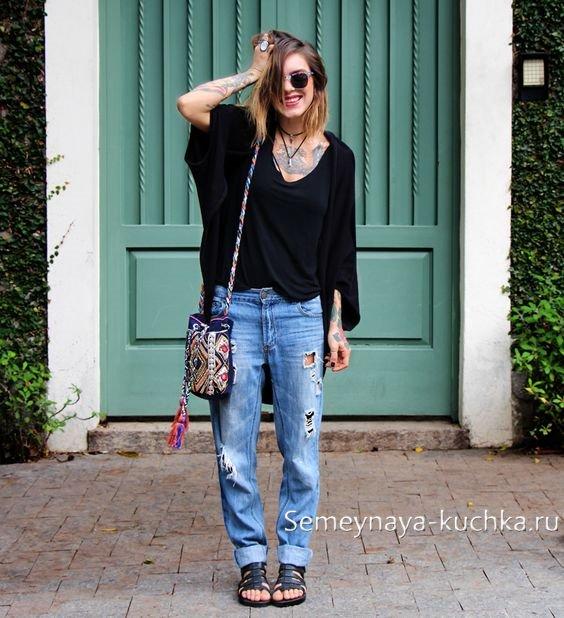 джинсы бойфренды рваные с туникой